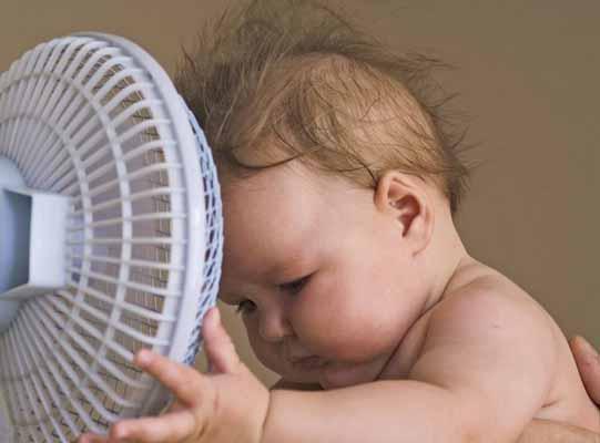 Trẻ sơ sinh nằm điều hòa có tốt không Cách sử dụng điều hòa an toàn cho trẻ sơ sinh