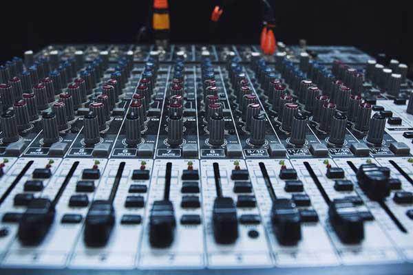 Hướng dẫn chi tiết cách kết nối dàn âm thanh sân khấu