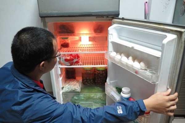 Hướng dẫn chi tiết cách sửa gioăng tủ lạnh bị hở